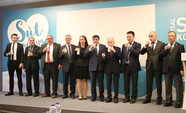 """Ulusal Süt Konseyi (USK), Türkiye'de süt içme alışkanlığının artırılması  """"Süt İçiyorum"""" kampanyası başlattı."""